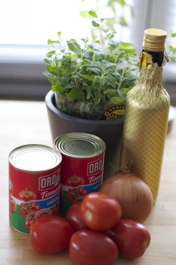 Zutatenn für die Tomatensoße