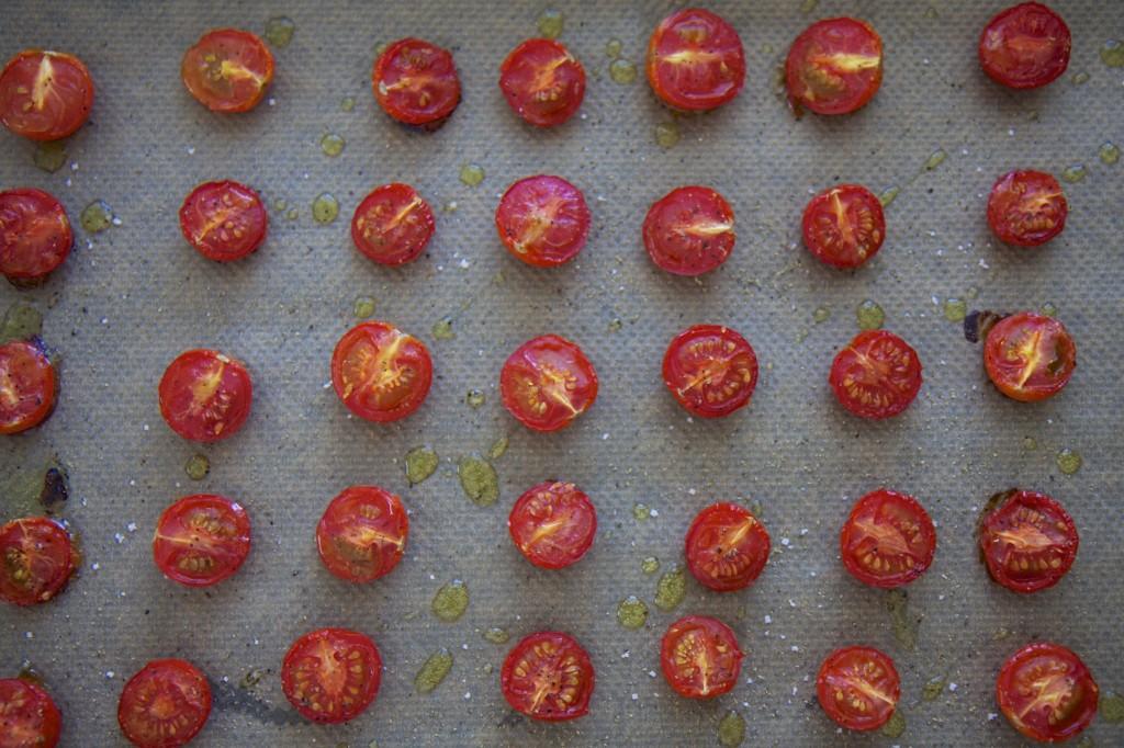 Halbierte Kirschtomaten