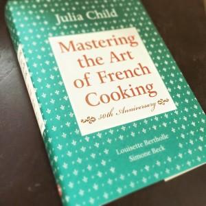 Ein durchaus zu empfehlendes Kochbuch, wenn man sich für französische Küche begeistern kann und sich nicht an der englischen Sprache und amerikanischen Maßangaben stört.