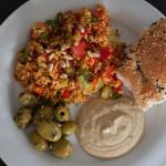 Bulguralat, Hummus, Oliven & Pita-Brot